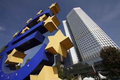 AMB tahvil alımını genişletiyor - Satın alınan tahvil miktarını 27 Ekim'de açıklayacak olan merkez bankası, Societe Generale SA'ya göre 5 milyon eurodan (6.3 milyon dolar) 20 milyon euroya parseller halinde satın alımı yapıyor