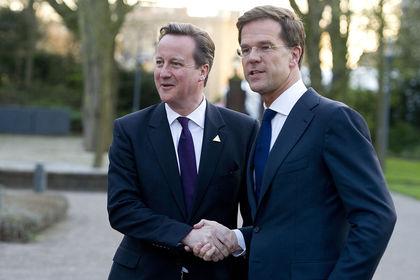 """Cameron da AB """"Bütçe Savaşı""""na katıldı - İngiltere Başbakanı David Cameron Hollandalı mevkidaşı Mark Rutte ile Avrupa Birliği bütçesine sağlanan katkının yükseltilmesi çağrısına karşı çıkmak konusunda anlaştı"""