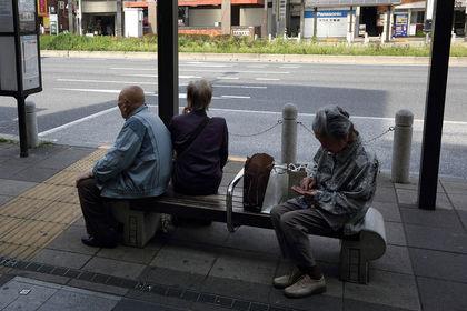 Abe'nin vergi kararı sağlık reformlarını geciktirebilir - Japonya Başbakanı Shinzo Abe'nin satış vergisinde yapılması planlanan artırımını ertelemesi yaşlılara yönelik sağlık hizmetlerinin iyileştirilmesini geciktirebilir