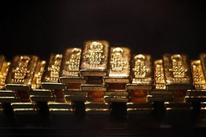 """Altın """"Çin ve ABD"""" ile yükseldi - Altın, Çin'in son üç ayda ikinci kez faiz düşürmesi ve ABD'de büyümenin ilk açıklanandan daha yavaş gerçekleşmesinden destek buldu (13:30'da güncellendi)"""