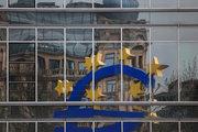 Euro Bölgesi'nde enflasyon beklenenden az geriledi
