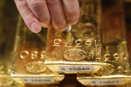 Altın kayıplarını geri aldı - Altın, dolardaki güçlü seyir ve hisse senetlerinin rekor seviyelere çıkması ile son bir haftanın en düşük seviyesine indikten sonra toparlandı (15:00'te güncellendi)