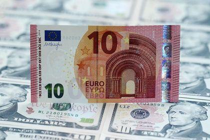 Euro, dolar karşısında geriliyor - Euro dolar karşısında, Yunanistan ile ilgili fonlama endişeleri ve AMB'nin Fed politikalarından ayrışması ile iki haftalık ralliyi sonlandırarak geriliyor