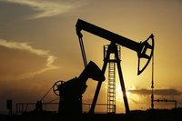 """Petrol """"İran"""" ile geriliyor"""