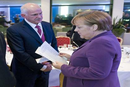 Ve Papandreu sahnede... - Yunanistan'ın mali krizi başladığında iktidarda olan Yorgo Papandreu, SYRIZA aleyhtarı seslerin yükslemesi ile meydanlara geri döndü