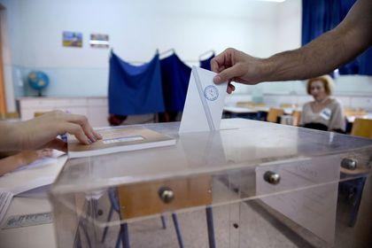 Yunanistan sandık başında - Yunanistan'ın yılan hikayesine dönen krizinde bugünkü referandumla yeni bir yön belirlenecek