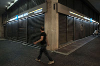 Yunanistan'da bankalar 9 Temmuz'a dek kapalı