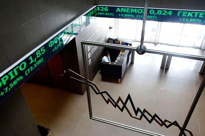 """Yatırımcının Yunanistan'a dönüşüne """"risk"""" engeli - Yunanistan sermaye kontrollerini kaldırmayı değerlendirse de yatırımcı omuz silkiyor"""