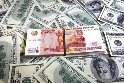 """Rubleye """"petrol"""" darbesi sürüyor - Rus rublesi, petroldeki düşüş ve merkez bankasının faiz artırabileceğine ilişkin beklentiler ile düştü"""