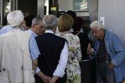 Kriz Yunan halkını banka kartlarına yöneltti