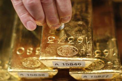 """Altın """"Fed"""" beklentileri ile yükseldi - Altın, Fed'in faiz artırımını erteleyebileceği beklentileri ile üç günlük düşüşünü sonlandırdı (15:15'te güncellendi)"""