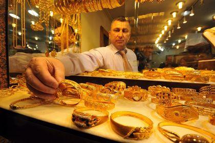 Altın ve döviz kazandırdı, borsa kaybettirdi - Borsa İstanbul'da işlem gören hisse senetleri haftalık bazda yüzde 2,27 değer kaybetti; TL, dolar karşısında yüzde 0,9 geriledi; 24 ayar külçe altının gram satış fiyatı haftalık bazda yüzde 1,03 değer kazandı