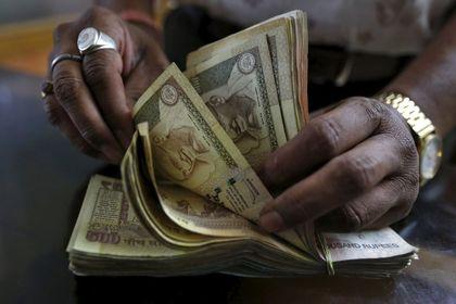 Hindistan rupisi petrol fiyatlarındaki düşüşten yararlanamıyor