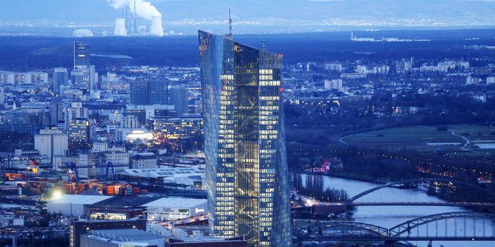 Draghi iletişim konusunda Kuroda
