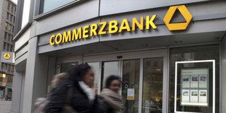Commerzbank 1. çeyrek karı yarıya indi