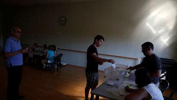 İspanya 12. genel seçimler için sandık başında