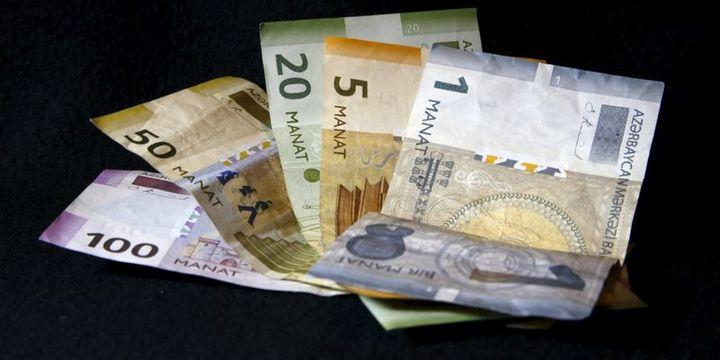 Azerbaycan'da bankalar dolar satışını sınırladı