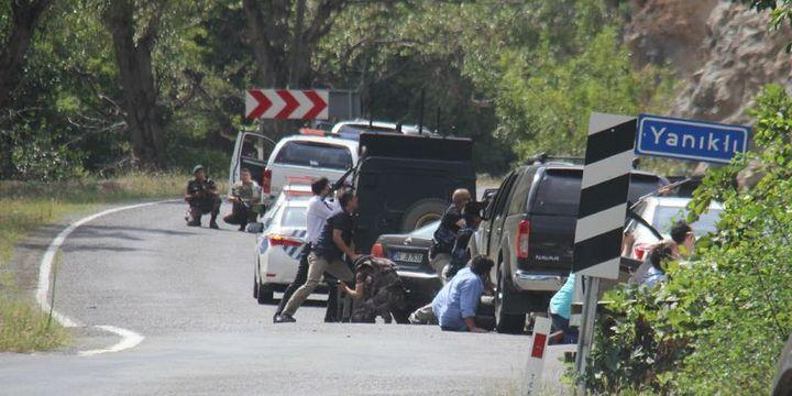 Artvin'de Kılıçdaroğlu'nun konvoyu ateş hattında kaldı