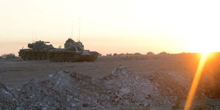 Tank ve zırhlı personel taşıyıcılar sınırın Türkiye tarafında bekleyişini sürdürüyor