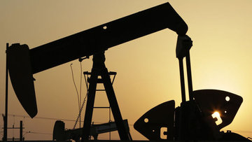 Petrol Nisan'dan bu yana en büyük aylık kazancına yöneldi