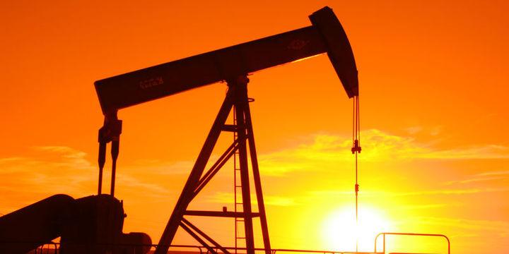 """Petrol """"stok"""" verisiyle yükseldi"""