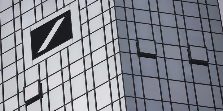 Deutsche Bank işe alımları dondurdu