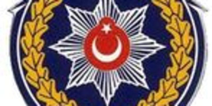 Aralarında emniyet müdürü ve başkomiserlerinde olduğu 61 polis tutuklandı