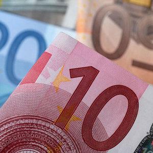 """EURO """"DRAGHİ"""" SONRASI 7 AYIN EN DÜŞÜK SEVİYESİNE GERİLEDİ"""