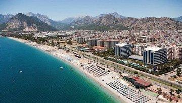 Turizm sezonu bitmesine rağmen Antalya'ya günde 25-30 bin...
