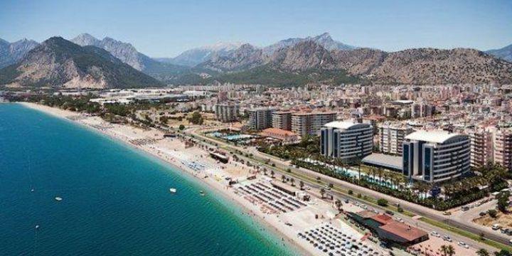 Turizm sezonu bitmesine rağmen Antalya