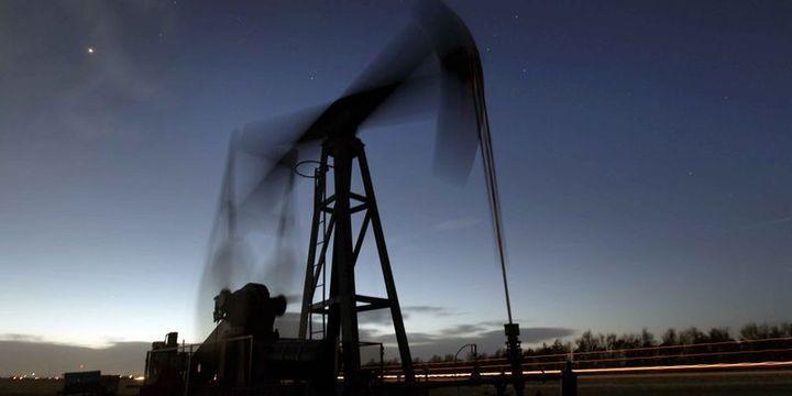 """Petrol """"arz"""" endişeleriyle 1 ayın en düşük seviyesi yakınında"""