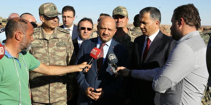 Bakan Fikri Işık ve Org. Zeki Çolak sınırda