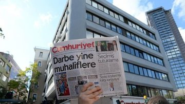 Cumhuriyet'te 9 tutuklama