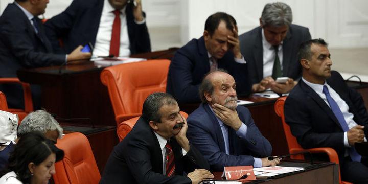 HDP'lilerin Meclis kararı ne anlama geliyor?