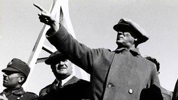 Cumhuriyetimizin kurucusu büyük önder Atatürk'ü saygıyla ...