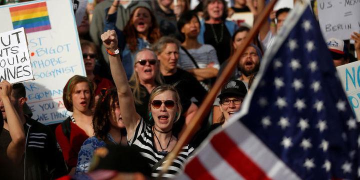ABD'de binlerce kişi Trump'ı dün de protesto etti