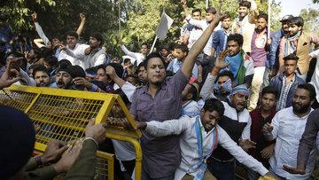 Hindistan'da banknotların tedavülden kaldırılması protest...