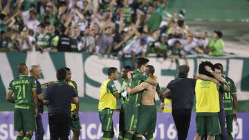 Brezilya'nın Chapecoense futbol takımını taşıyan uçak düştü