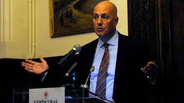 Başbakan'ın yeni dış politika danışmanı Kerim Uras oldu