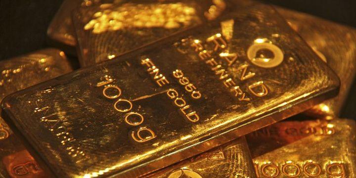 Altın güçlü dolar ile 3 haftanın zirvesinden geriledi