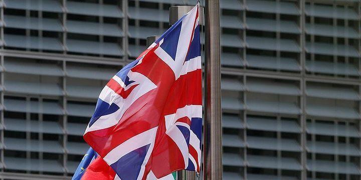 İngiltere, AB çalışanları için bin sterlin talep etmeye hazırlanıyor