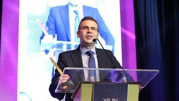 YTÜ'den 'yılın en beğenilen ekonomisti' ödülü Cüneyt Başa...