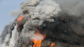 İran'da 17 katlı bina çöktü, 30 ölü