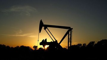 ABD'nin petrol üretimi 2015'ten beri ilk kez iki ay üst ü...
