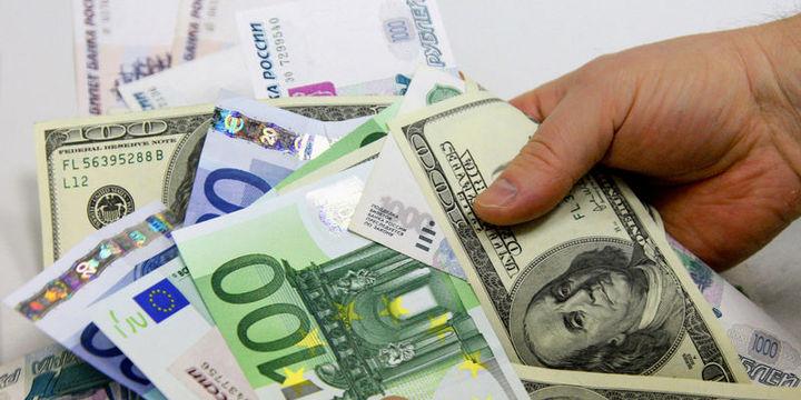 Euro dolar karşısında 1.05