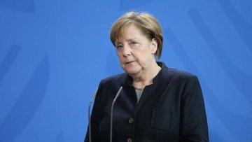 Merkel: Türkiye-AB müzakerelerinde referandum sonucuna gö...