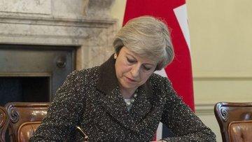 """İngiltere Başbakanı """"Brexit"""" mektubunu imzaladı"""