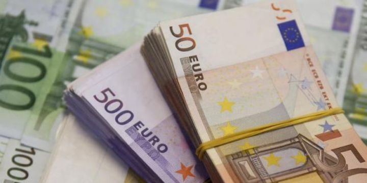 Euro dikkatlerin ABD vergi planına yönelmesiyle hız kesti