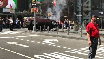 New York'ta bir araç yayaların arasına girdi, yaralılar var