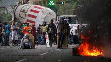Venezuela'da göstericiler Chavez'in çocukluğunun geçtiği ...
